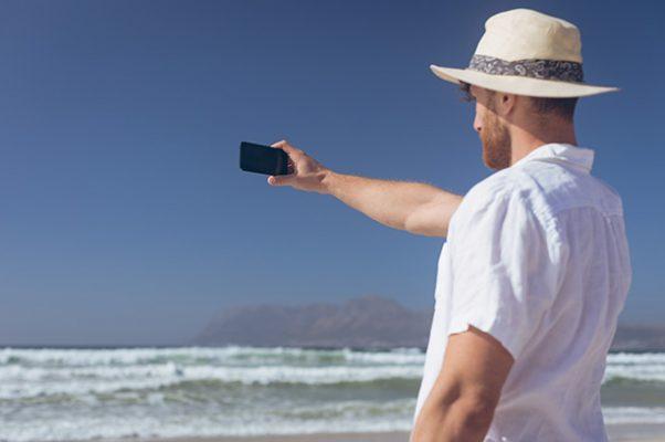Alarga la vida de tu móvil este verano