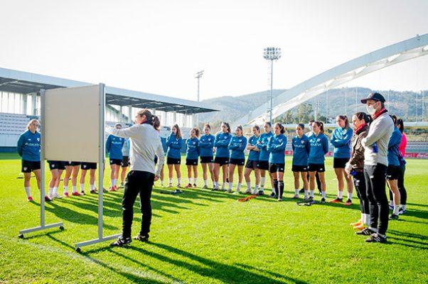 Iraia Iturregi, entrenadora del Athletic Club femenino
